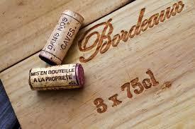 Détail caisse bois décoration bouchon caisse de vin